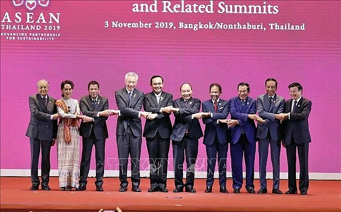 pm phuc attends opening ceremony of 35th asean summit