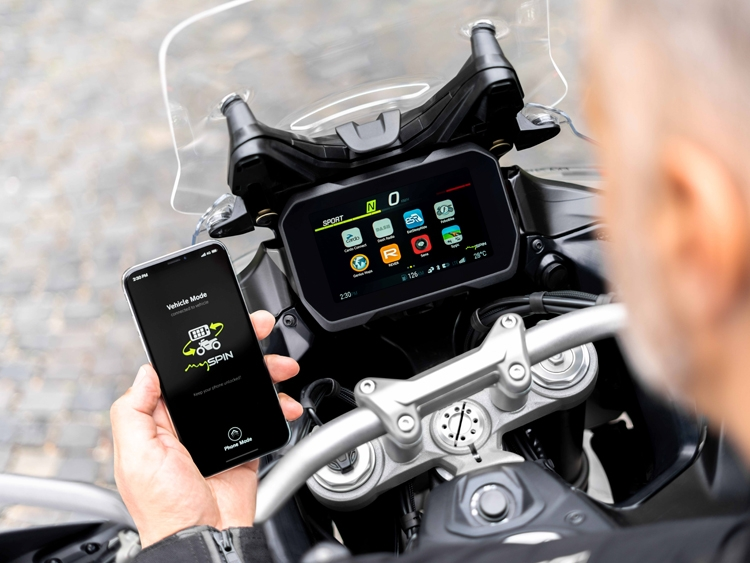 bosch launches the first fully integrated split screen for motorcycle