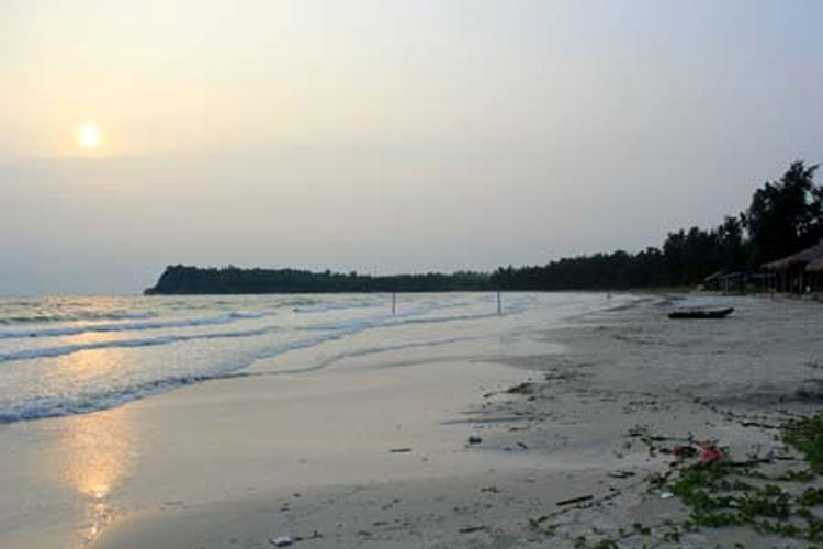 quan lan island offers peaceful stop for visitors