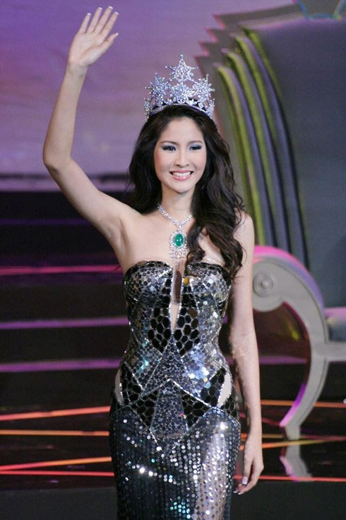 former miss thailand universe to strut the catwalk in hcm city