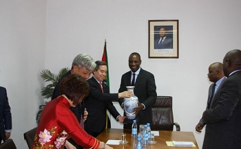 party economic official visits mozambique