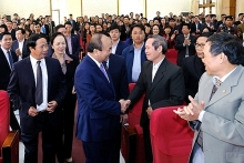 pm meets with voters in hai phong