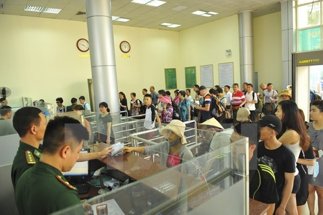 passengers through mong cai dongxing border gate at record high