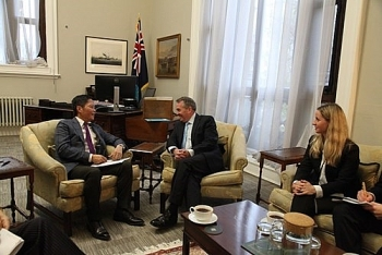 minister works with british secretary of state for international trade