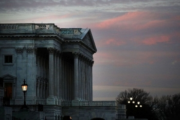 us congress approves short term budget to avoid shutdown