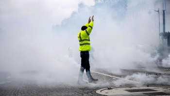 yellow vest protests catastrophic for french economy