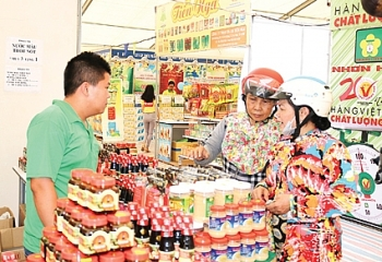 vietnamese goods fair opens in an giang province