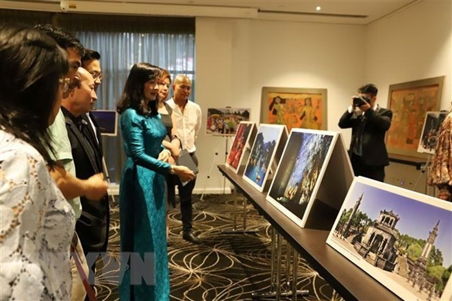 vietnams lacquer paintings and photos introduced in australia