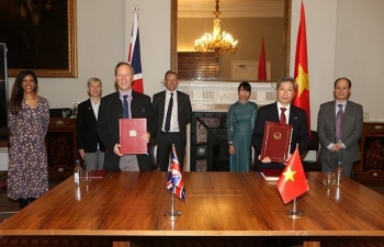 vietnam uk sign fta