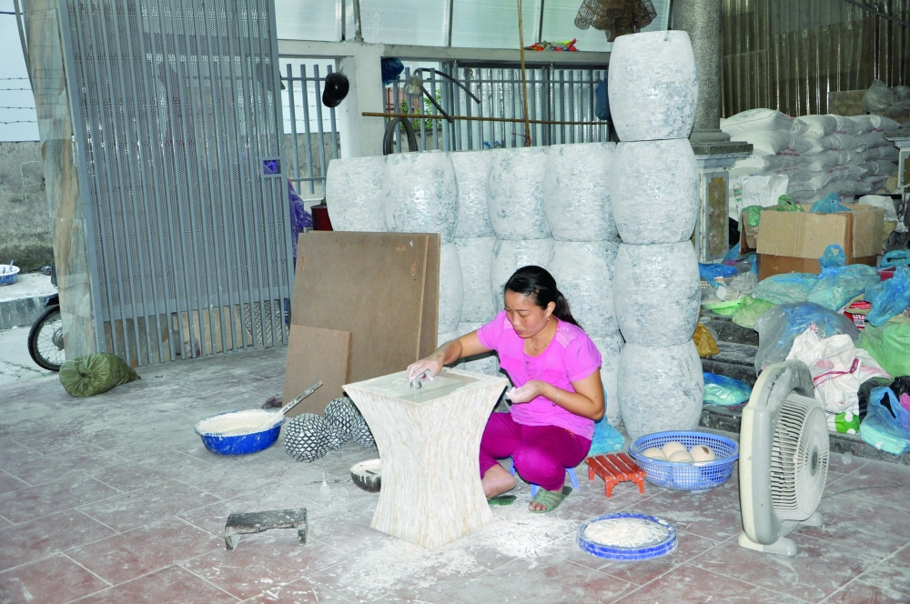 hanoi boosts craft village business