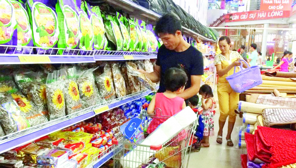 vietnamese goods flood markets in dien bien province