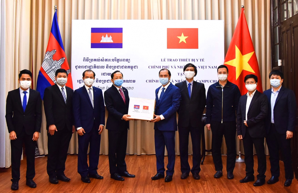 vietnam shares pandemic control experience and equipment with the world
