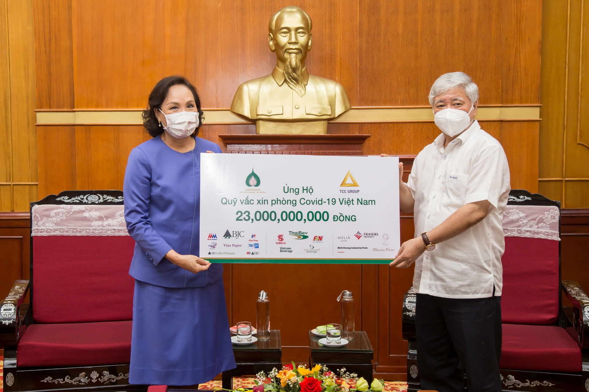 tcc group thailand contributes us 1 million to the purchase of covid 19 vaccine in vietnam