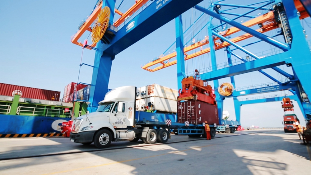 Foreign trade tops US$240 billion in first six months | Trade