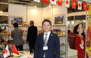 vietnamese trade offices abroad boost lychee export campaign
