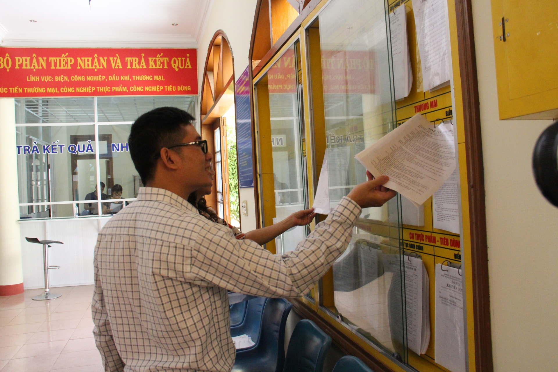hanoi residents business not entirely satisfied with public services