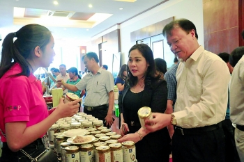 bringing vietnamese goods to far flung workplaces