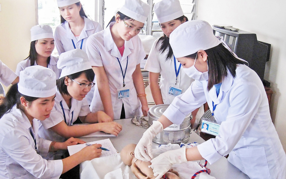 germany offers jobs to vietnamese nurses other workers