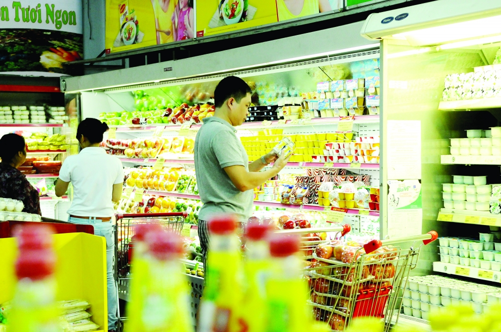 authorities work to ensure sufficient supply of goods for yearend market