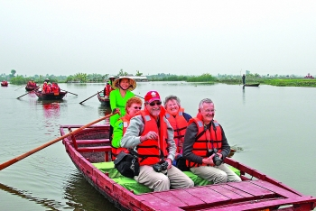 tourism joins industry and services to boost quang yens growth