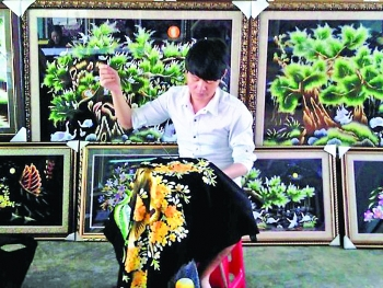 threading together sustainable development of traditional embroidery