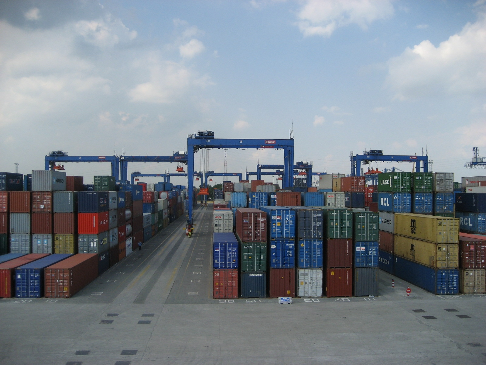 vietnams logistics firms face surging opportunities but limited capacity