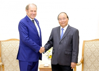 prime minister nguyen xuan phuc meets generali group ceo