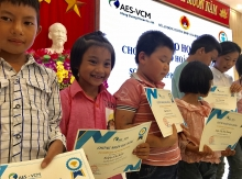 aes vcm mong duong power company presents 170 scholarships in cam pha city