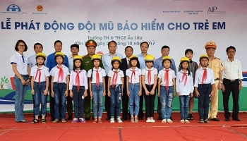 1500 high quality helmets donated to primary school in yen bai province