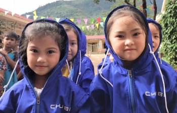 chubb life vietnam donates over 15000 coats to children in flooded areas