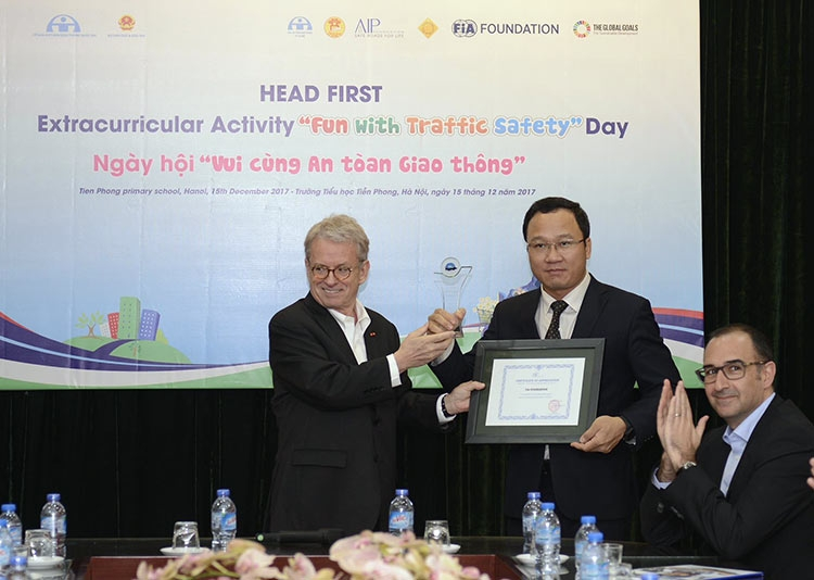 fun with traffic safety day celebrates 10 years of vietnams national helmet law