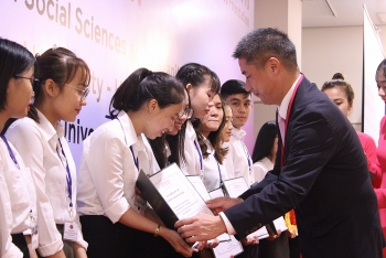 aeon granted scholarships valued 400 million vnd to vietnamese students
