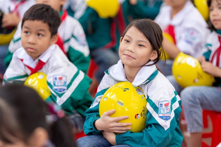 helmets for kids targets at risk students in vinh phuc province for the second year in a row