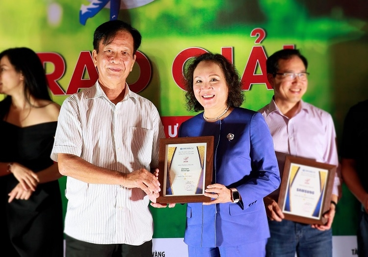 vietnam beverage hands over vnd 15 billion join hands in restoring schools damaged by floods in the central region
