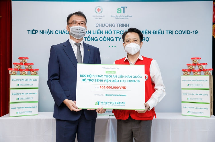 korea agro fisheries and food trade corporation donates 1800 gifts to covid 19 patients in hanoi