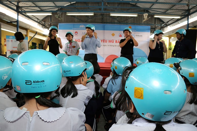 extracurricular activities reinforce 600 students helmet use knowledge