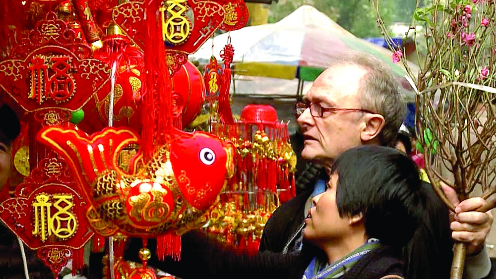 foreigners enjoy tet its customs and food