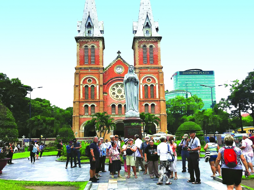 tourists flock to vietnam in droves