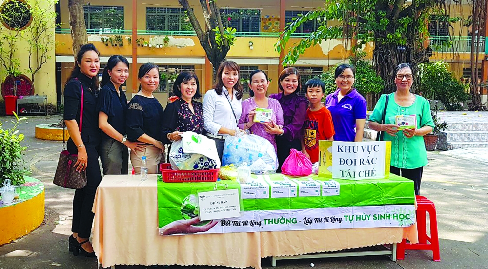 entrepreneur acquaints vietnamese with biodegradable bags