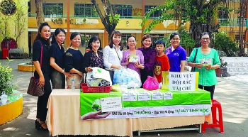 queen of green entrepreneur acquaints vietnamese with biodegradable bags