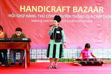 green hmong women enjoy better fabric of life
