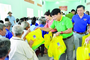 fertilizer conglomerates tradition of giving