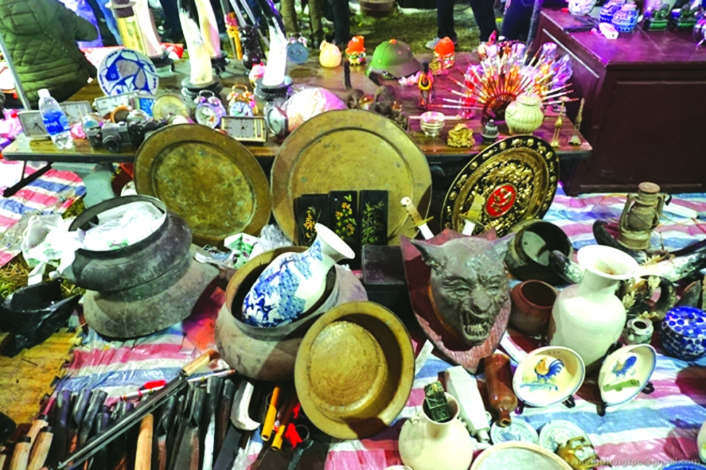 buying and selling luck at annual vieng markets