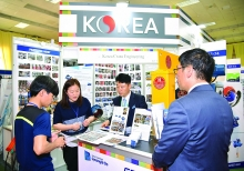 hundreds of local foreign firms taking part in vietnam expo