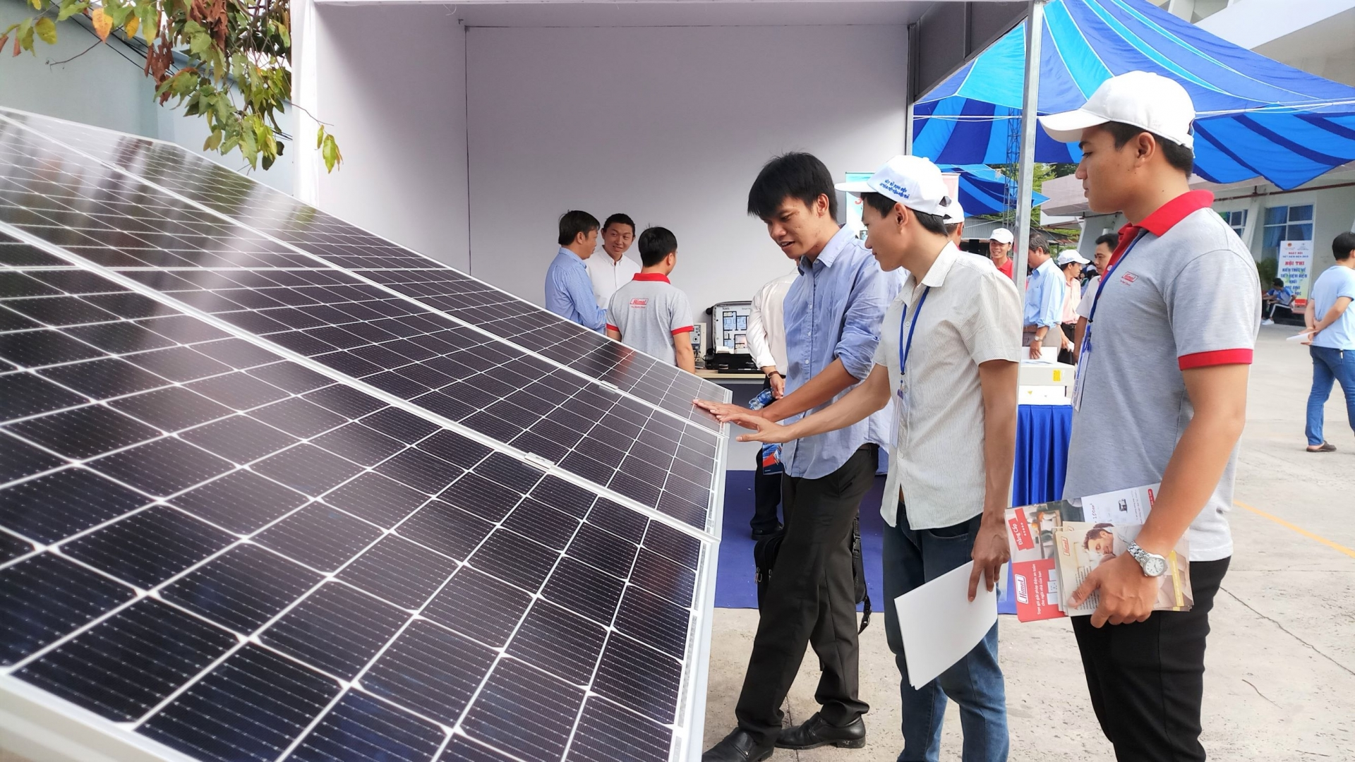 vietnam seeks to regulate solar power capacity to deal with excess