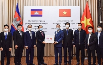 vietnam gives medical equipment to laos cambodia