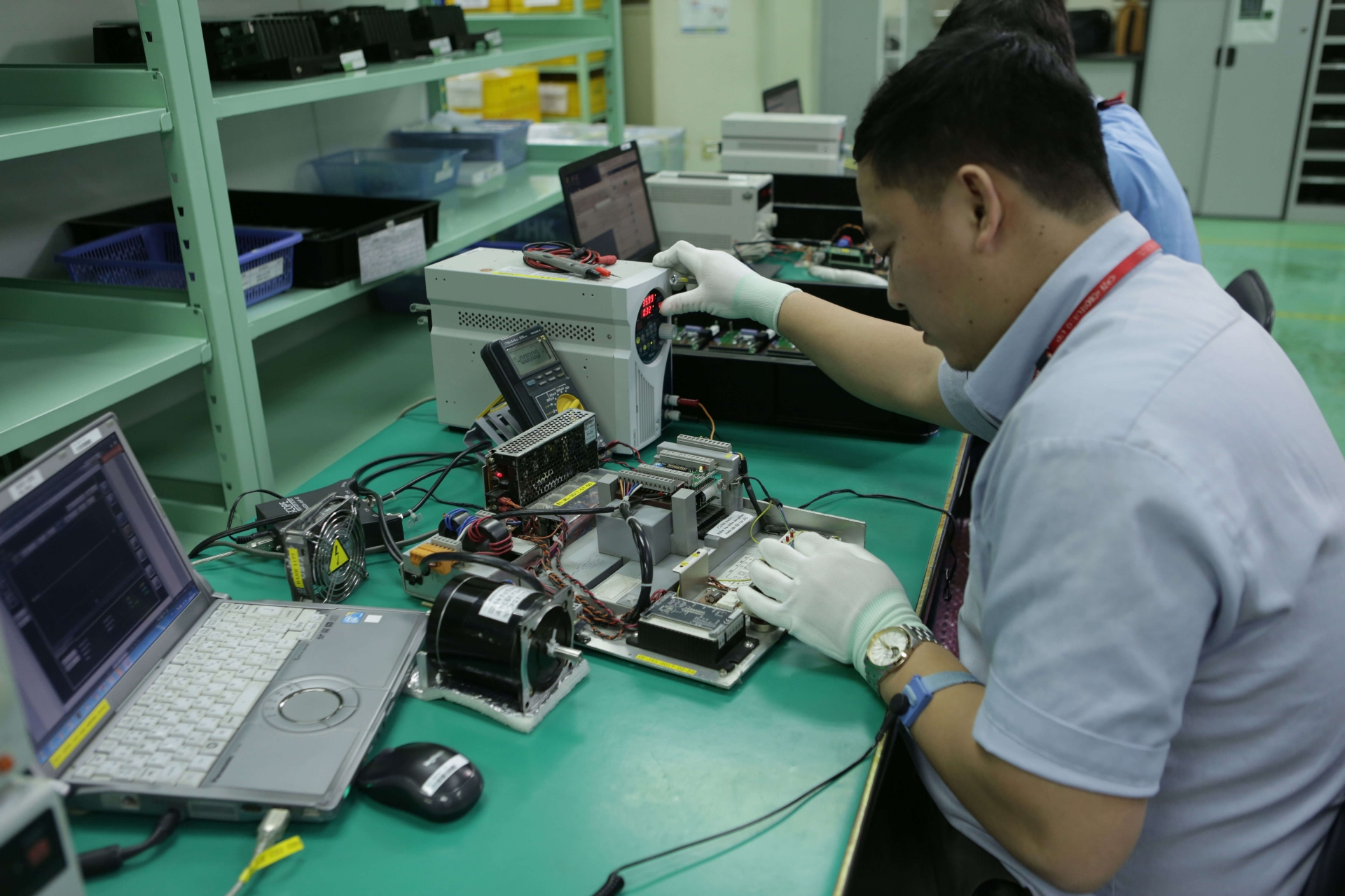 multinational electronics giants boost investment in vietnam