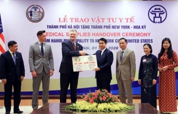 hanoi donates two tonnes of face masks to new york city