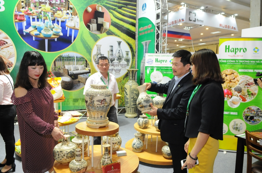 hanoi helps businesses restore production exports
