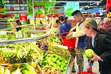 hanoi starts stockpiling goods for tet 2019